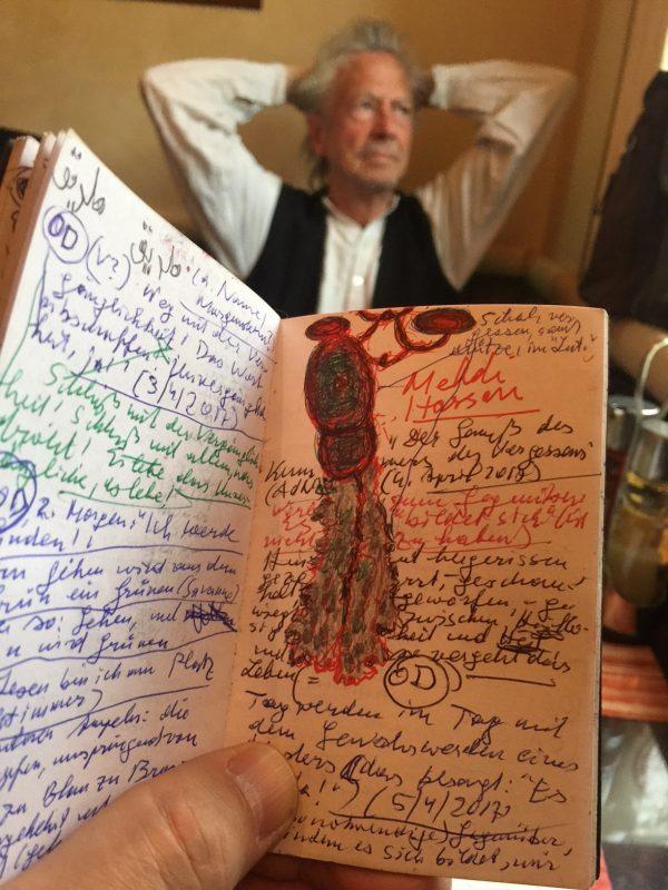 Das Heft Peter Handkes mit der Zeichnung des Tuchs mit der Mütze - © Zarko Radaković