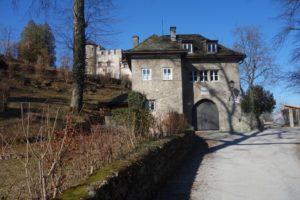 Salzburg, auf dem Mönchsberg. Hier soll vor Jahren ein berühmter Epiker gewohnt haben. © Leopold Federmair